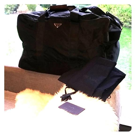 b5748af97898 NWOT authentic PRADA men s duffle bag. M 5c38bc2a2beb797bc4edde9e
